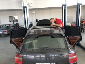 Обслуживание панорамной крыши на Cayenne Turbo